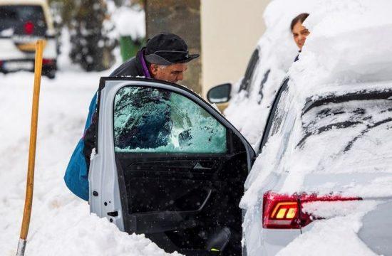 Borrasca Filomena sostiene a España en alarma por frío, nieve y lluvia