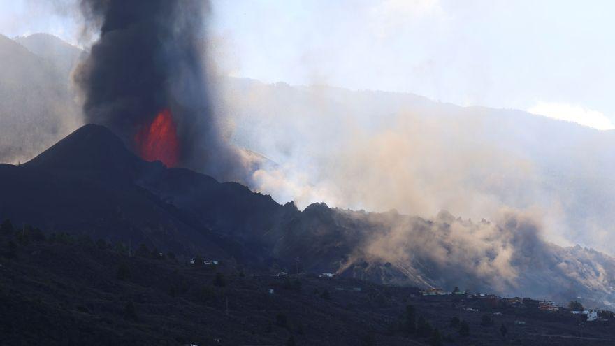El cono del volcán de La Palma se rompe y deja